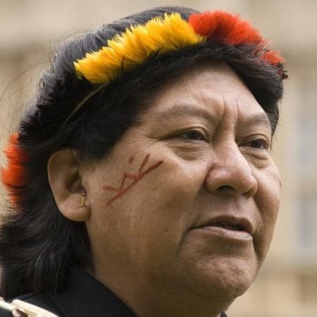 Kopenawa tem dedicado sua vida à proteção dos direitos, cultura e território Yanomami na Amazônia - Survival International