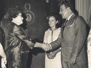 João Goulart e Maria Teresa Fontella Goulart, primeira-dama, recebem a primeira-dama do Paraguai em fevereiro de 1964 - Arquivo Nacional