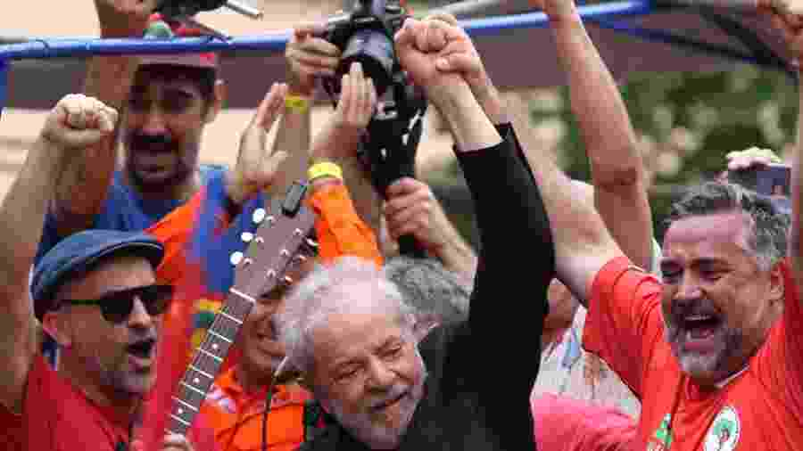 9.nov.2019 - Ex-presidente Lula se dirige a apoiadores em São Bernardo do Campo (SP) - Thiago Bernardes/FramePhoto/Estadão Conteúdo