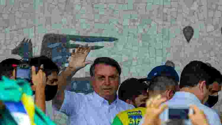 O presidente Jair Bolsonaro  desembarca no aeroporto de Campina Grande, na Paraíba, para pegar o helicóptero em direção a São José do Egito (PE) - Leonardo Silva/Futura Press/Estadão Conteúdo - Leonardo Silva/Futura Press/Estadão Conteúdo