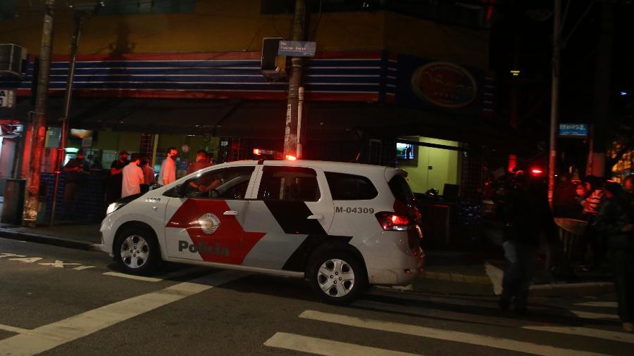 Ação de fiscalização da Vigilância Sanitária na noite de anteontem (26), quando começou uma força-tarefa do governo estadual para coibir aglomerações - Divulgação/Governo do Estado de São Paulo