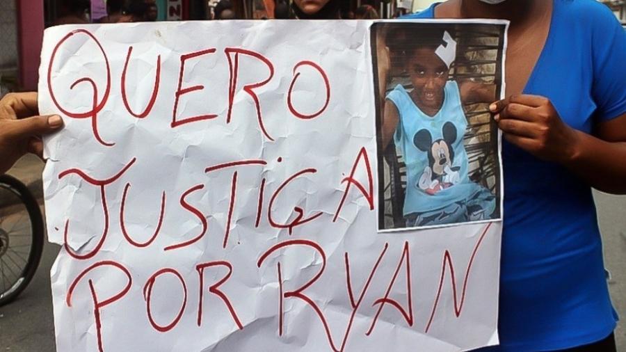 Protesto contra ação da polícia que matou o menino Ryan - Reprodução