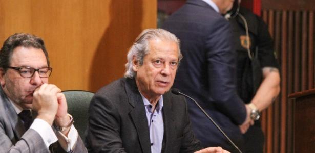 O ex-ministro José Dirceu durante depoimento à CPI da Petrobras em 2015