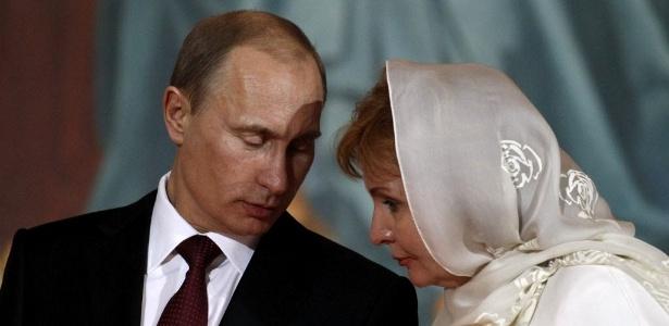 Em 2013, após 30 anos de casamento, o presidente da Rússia, Vladimir Putin, e Lyudmila anunciaram o divórcio; ela o descreve como 'viciado em trabalho'
