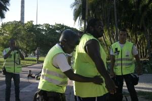 """Homem é parado e revistado por ter andado rápido demais. Para os policias, é uma """"atitude suspeita fundada"""""""