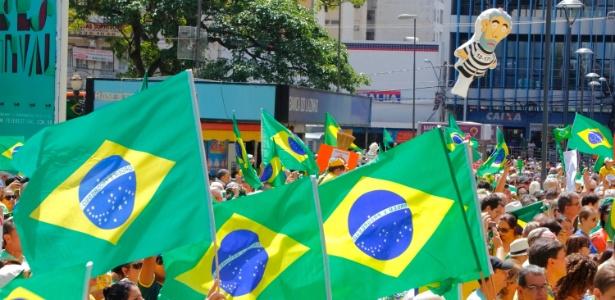 Protestos contra Dilma levam 400 mil às ruas do interior de SP - Daniel Pinto/Brazil Photo Press/Estadão Conteúdo
