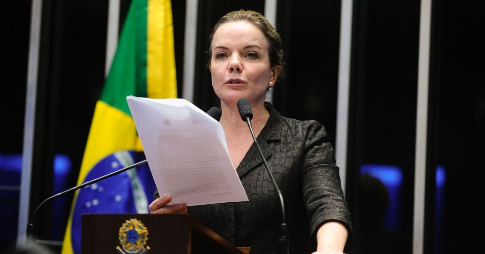 25.abr.2016 - A senadora Gleisi Hoffmann (PT-PR) fala durante sessão para eleição da comissão que analisará a admissibilidade do pedido de impeachment de Dilma Rousseff