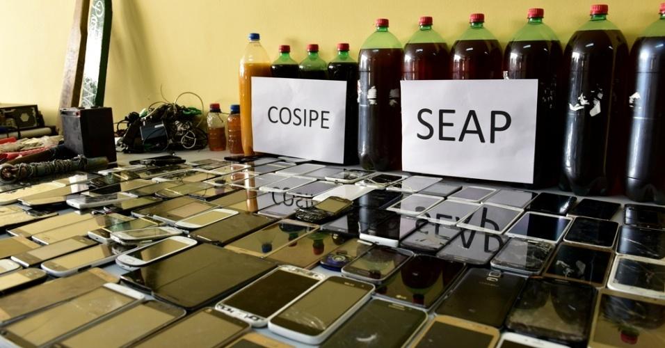 5.jan.2017 - Durante revista, foram apreendidos celulares na Unidade Prisional do Puraquequara, em Manaus