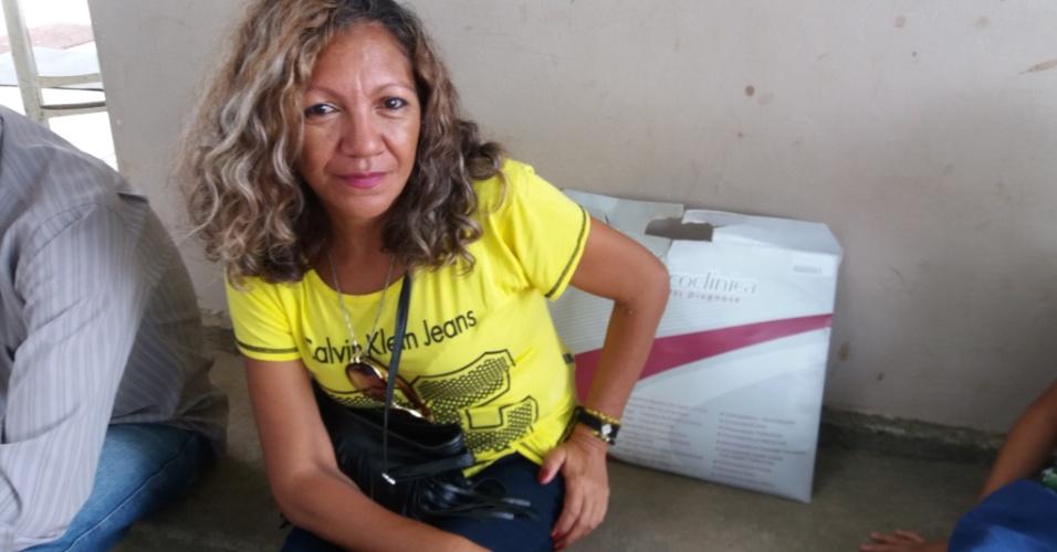 Para poupar a mãe da longa viagem, Rosane da Silva, moradora do município de Guarabira, também interior, viaja até a capital para pegar medicamento para a mãe que sofre de câncer de mama. São horas de espera pela volta no carro da prefeitura