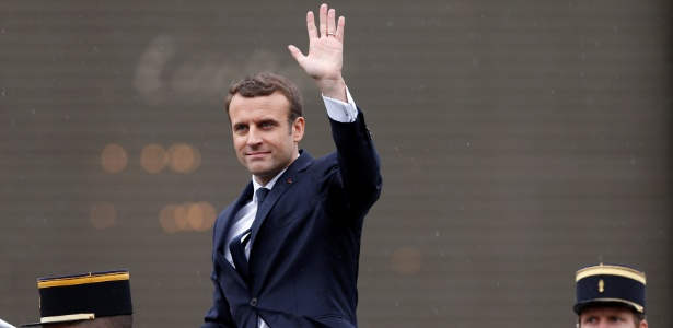 14.mai.2017 - Presidente Emmanuel Macron desfila na Champs Elysees durante cerimônia de posse