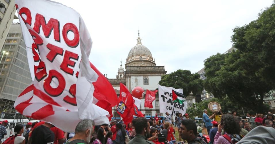 18.mai.2017 - Manifestantes protestam contra Michel Temer no centro do Rio de Janeiro
