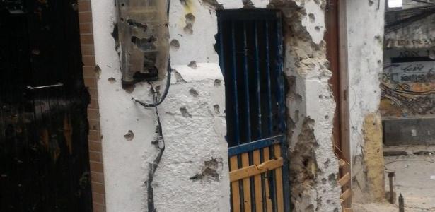 18.set.2017 - Casa na Rocinha crivada de balas após tentativa de invasão de traficantes rivais