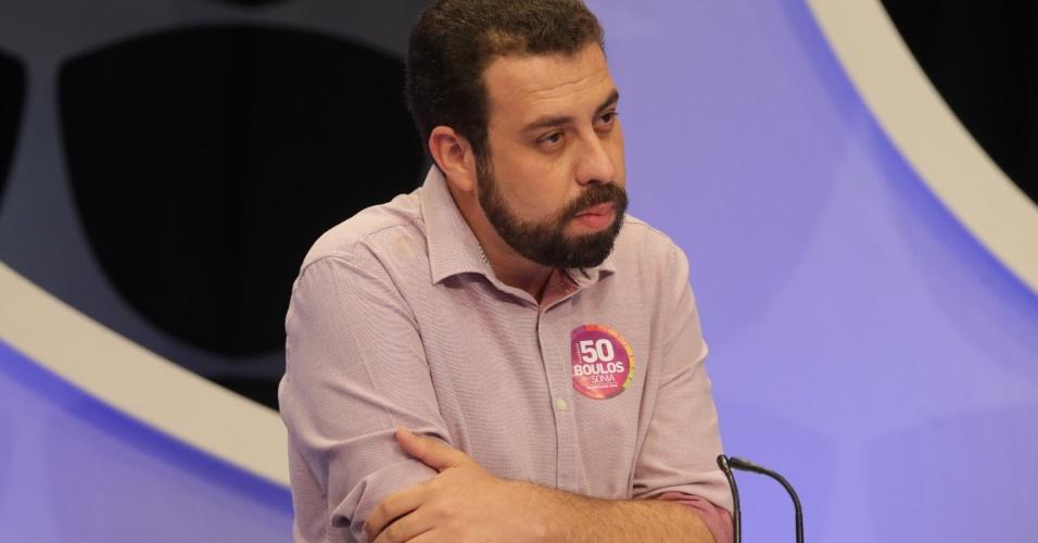 Guilherme Boulos (Psol), que defendeu a legalização de drogas e o plebiscito, ouve resposta de concorrente