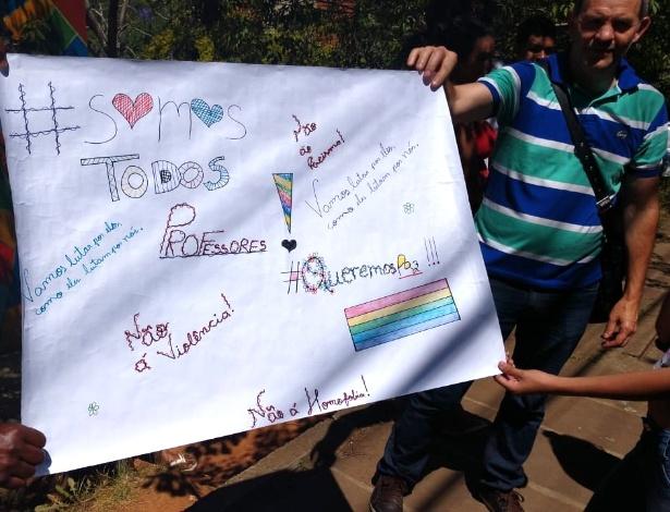 Pais e alunos saíram em defesa de professores da rede municipal de Porto Alegre - Angelo Barbosa