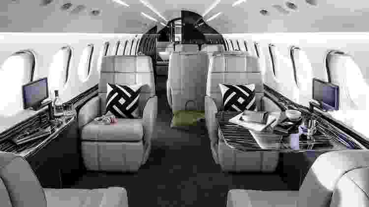 O Dassault Falcon 8X tem uma cabine interna requintada, com espaço para até 12 passageiros - Divulgação - Divulgação