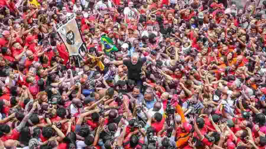 O ex-presidente Lula participa de ato em São Bernardo do Campo (SP) um dia após ser solto - Ricardo Stuckert