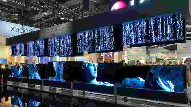 """LG apresenta na Las Vegas na CES 2020 a """"TV que se enrola como um jornal? - Gabriel Francisco Ribeiro/UOL - Gabriel Francisco Ribeiro/UOL"""