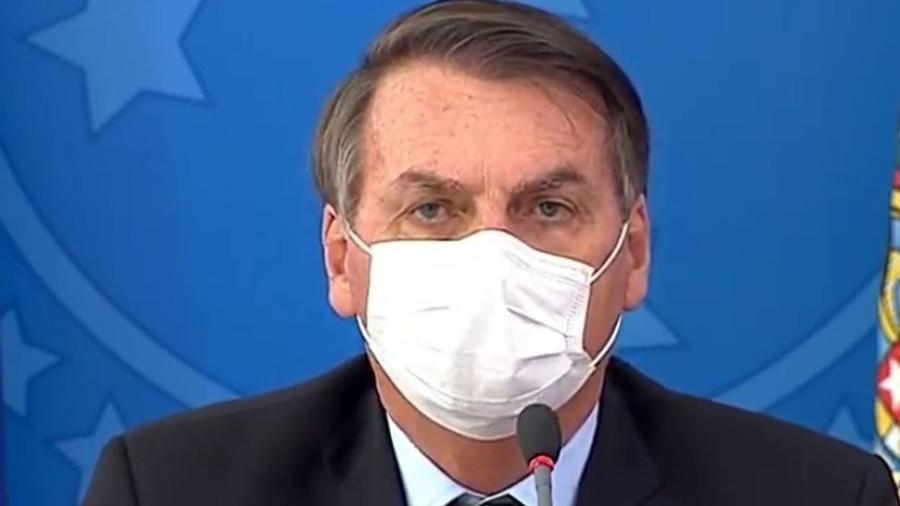 Presidente Jair Bolsonaro concedeu entrevista coletiva usando máscara hoje - Agência Brasil