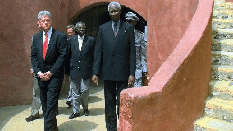 O presidente Clinton pediu desculpas pelo comércio de escravizados nos EUA em uma visita à África em 1998 - Getty Images - Getty Images