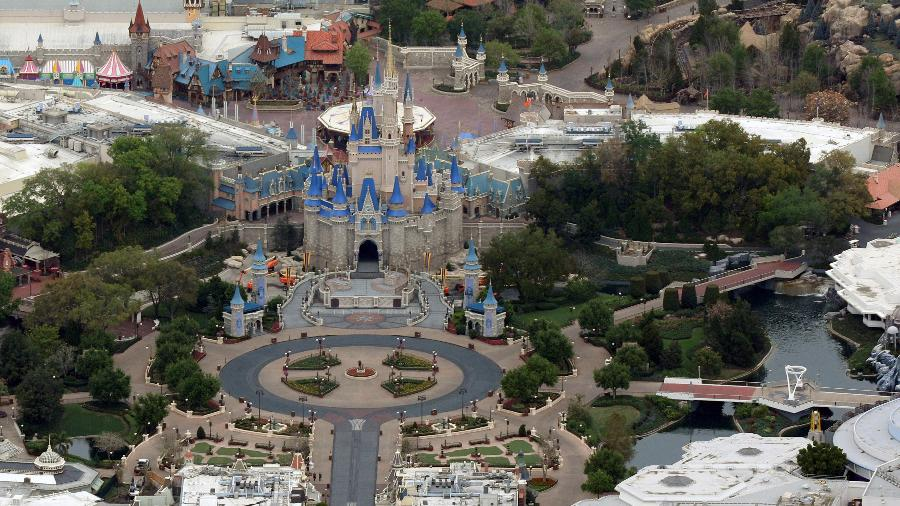 O Magic Kingdom, um dos parques da Disney na Flórida, vazio durante a pandemia de coronavírus - GREGG NEWTON