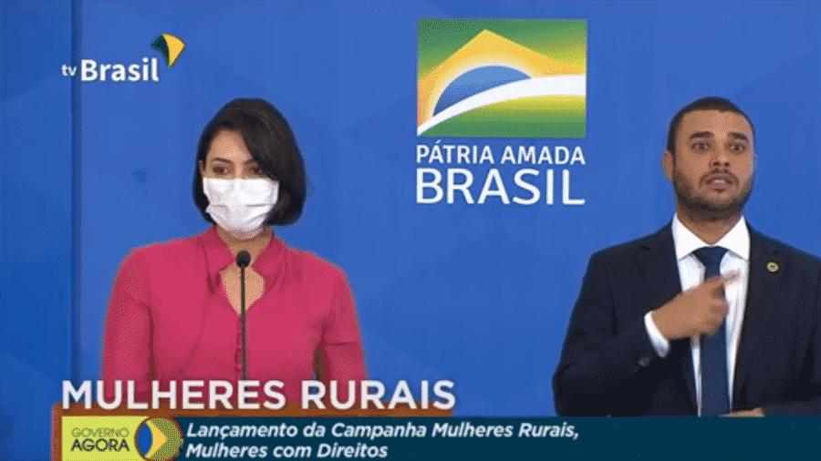 """Primeira-dama Michelle Bolsonaro discursa no lançamento da campanha campanha """"Mulheres Rurais, mulheres com direitos"""", ontem, em Brasília; hoje ela confirmou que testou positivo para a covid-19 - Reprodução/TV Brasil"""