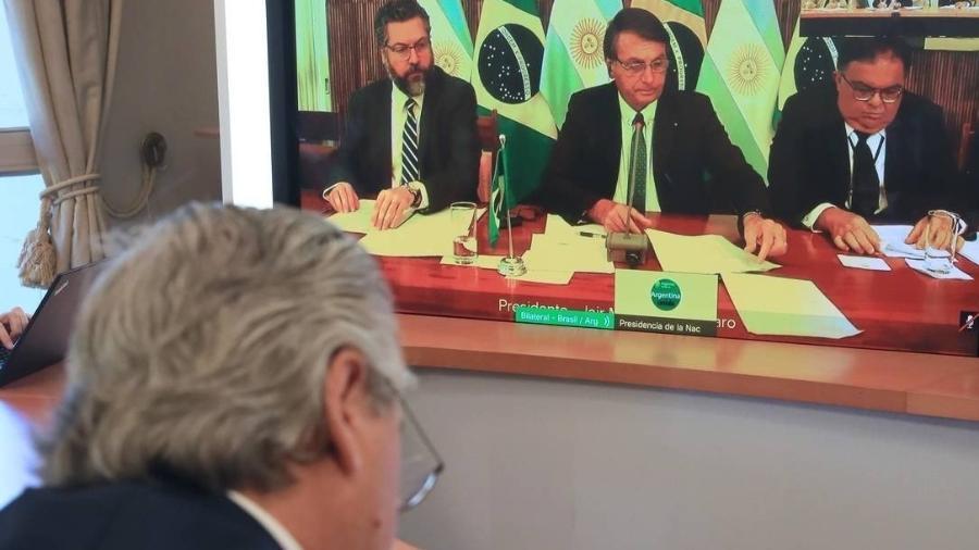Os presidentes Jair Bolsonaro e Alberto Fernández participam de videoconferência em primeira reunião desde que o argentino foi eleito - Divulgação