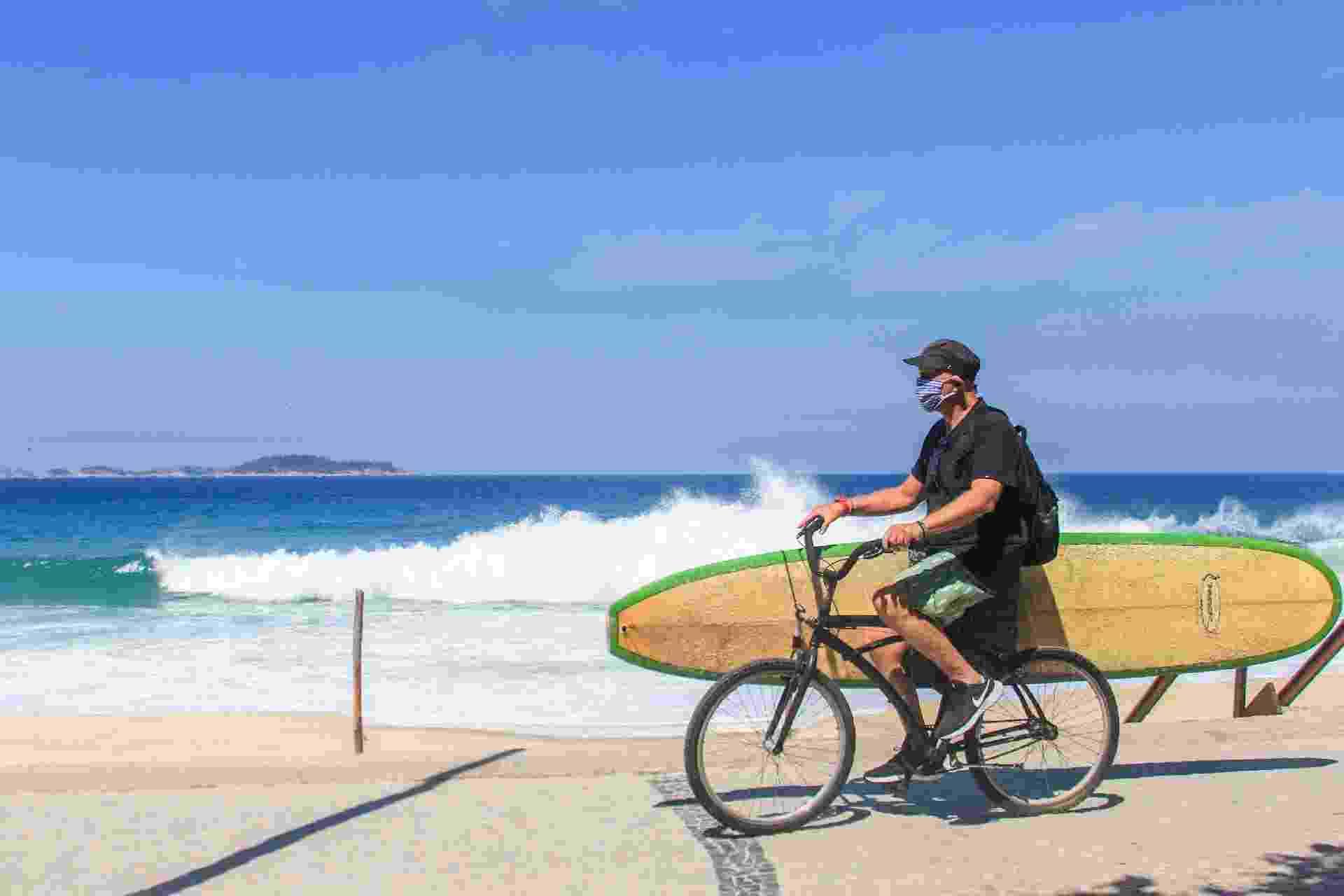 Apesar da proibição, surfistas foram às praias do Rio - ELLAN LUSTOSA/CÓDIGO19/ESTADÃO CONTEÚDO