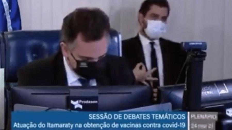 Filipe Martins apareceu fazendo gesto considerado neofascista - Reprodução de vídeo