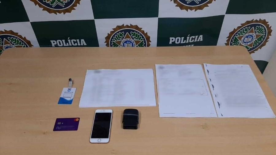 Documentos apreendidos com falso médico que atendia pacientes com covid-19 no Rio - Divulgação/Polícia Civil
