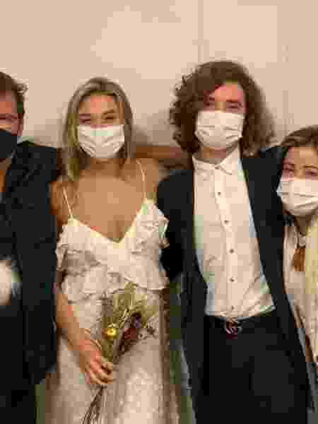 Sasha e João Lucas, entre os pais dele, Lu e Eli Figueiredo, no dia do casamento - Arquivo Pessoal - Arquivo Pessoal