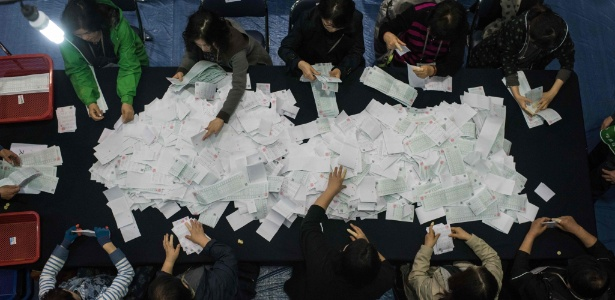 Contagem de votos nas eleições legislativas sul-coreanas