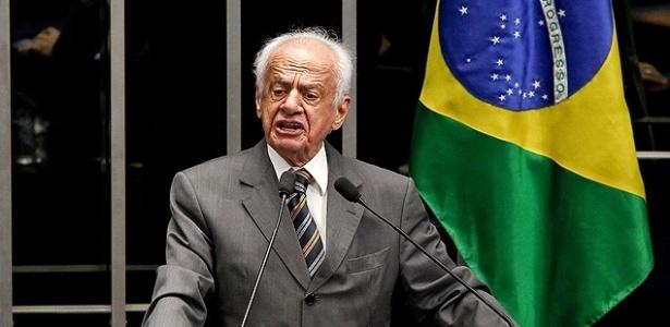 O ex-senador Pedro Simon (PMDB-RS), afastado de cargos públicos