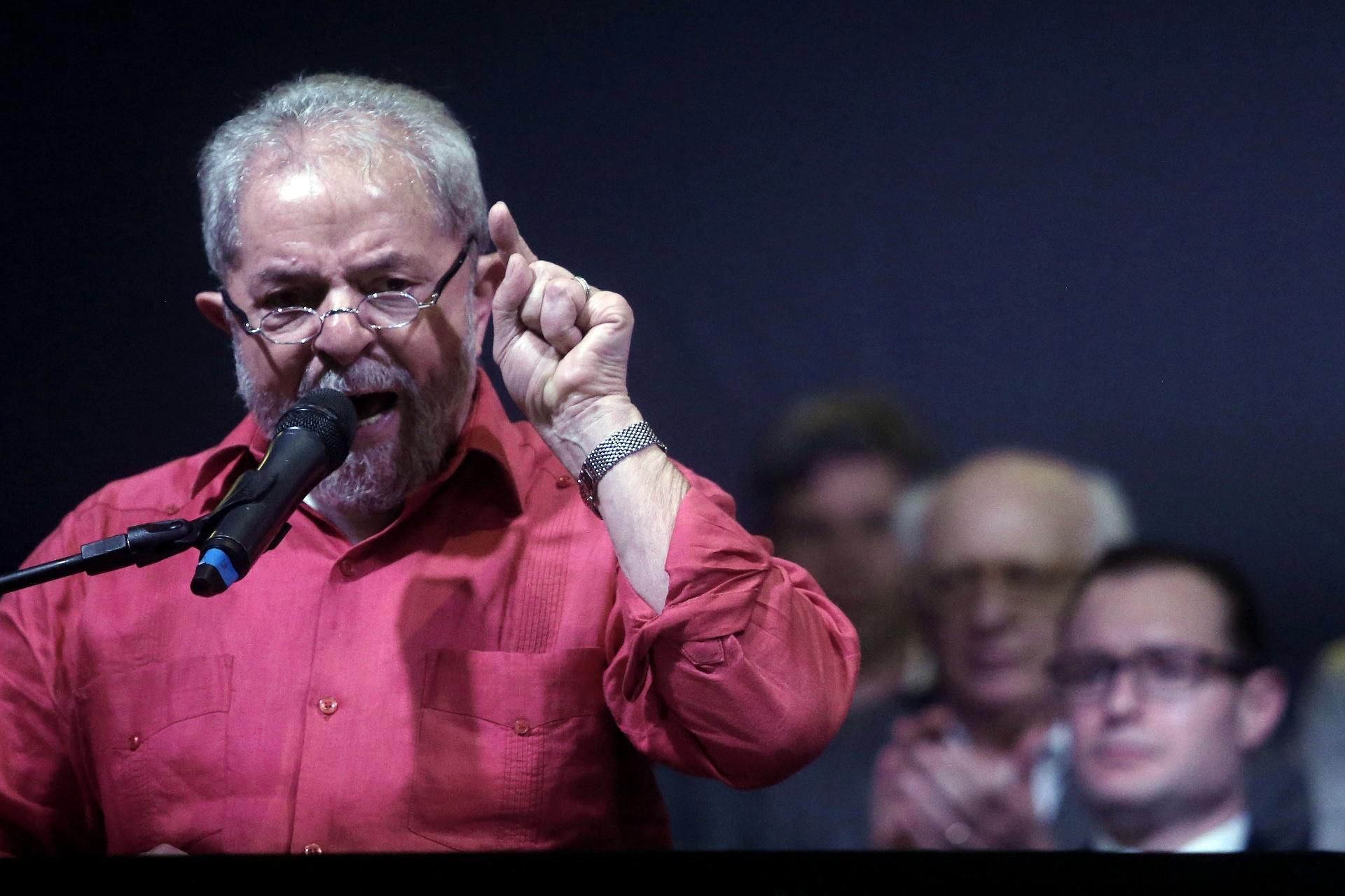 Resultado de imagem para Lula diz estar 'pedindo a Deus' para depor e que PF levantou colchão atrás de dinheiro