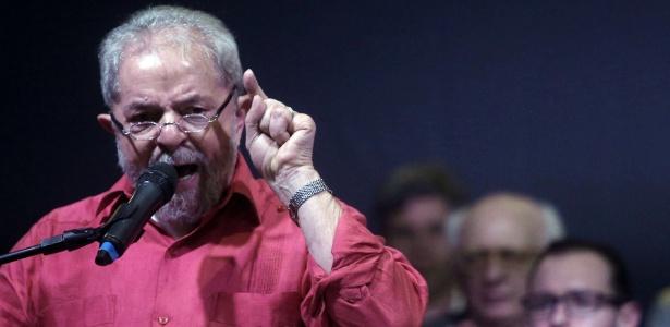 """""""Não sei se o problema é tirar mais um presidente"""", disse Lula"""