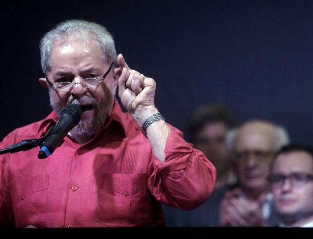 Lula discursa durante evento de lançamento de campanha em sua defesa em São Paulo