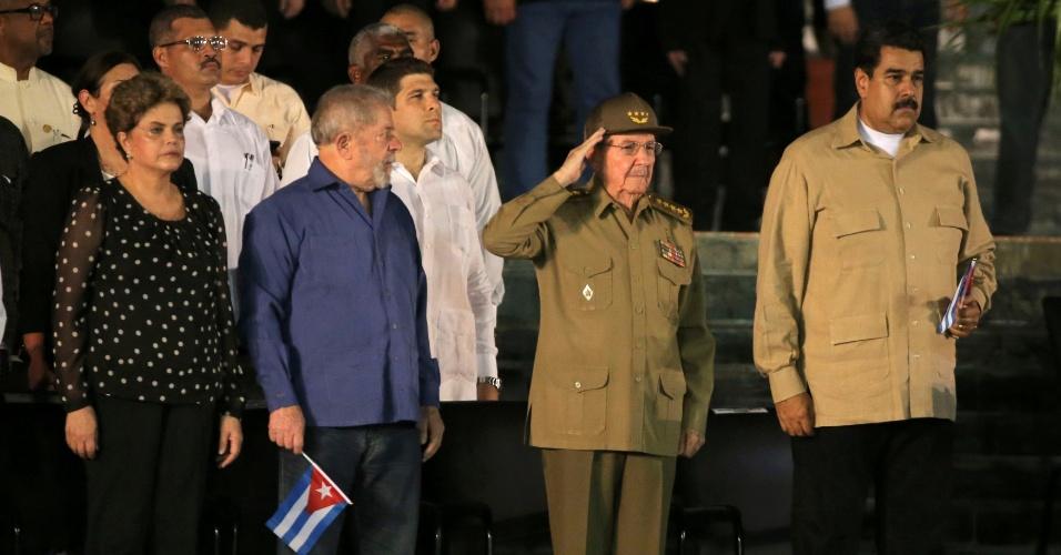 3.dez.2016 - Os ex-presidentes Dilma Rousseff e Luiz Inácio Lula da Silva, além do presidente da Venezuela, Nicolás Maduro, comparecem ao funeral do líder cubano Fidel Castro ao lado do presidente de Cuba, Raúl Castro