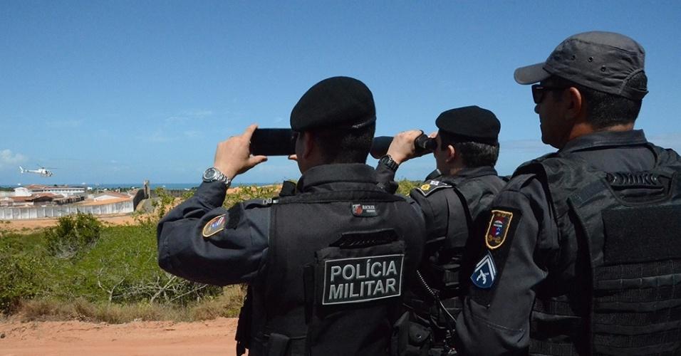 18.jan.2017 - Agentes da Polícia Militar se preparam para operação de transferência de presos da Penitenciária de Alcaçuz, em Nísia Floresta, para a Penitenciária Estadual de Parnamirim e para a Cadeia Pública de Natal Raimundo Nonato