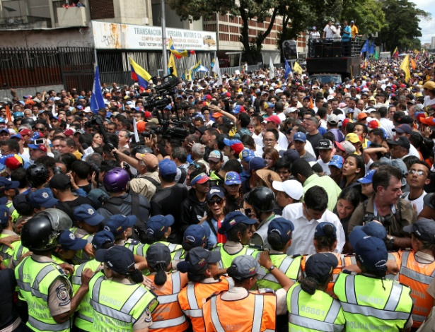 Oposicionistas participam de marcha contra o governo do presidente Nicolás Maduro e para comemorar o 59º aniversário do fim da ditadura de Marcos Pérez Jiménez em Caracas, na Venezuela - Carlos Garcia Rawlins/Reuters