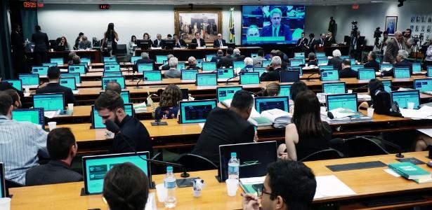 A sala da CCJ durante o debate desta terça-feira (17)