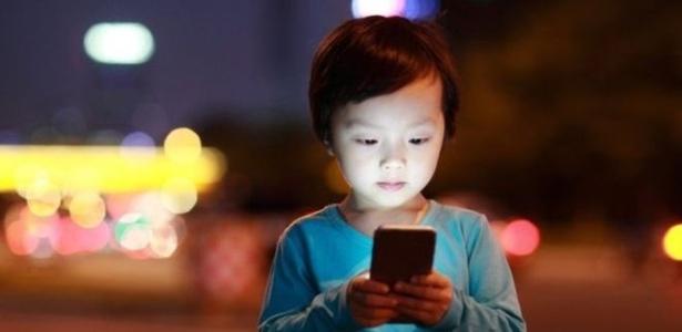 Médicos e cientistas estudam os efeitos da radiação emitida por celulares em humanos - Getty