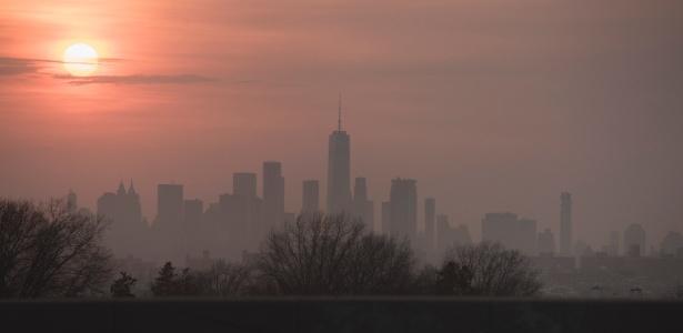 Há muito tempo, a região de Nova York ficava sob uma camada de gelo de milhares de metros de espessura que terminava abruptamente no que agora são os bairros, deixando a cidade com uma paisagem única