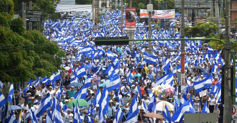 """12.jul.18 - Milhares de nicaraguenses protestam na marcha """"Unidos somos um vulcão"""""""