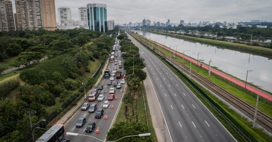 Viaduto cedeu em SP | Veja rotas alternativas ao trecho bloqueado da marginal Pinheiros