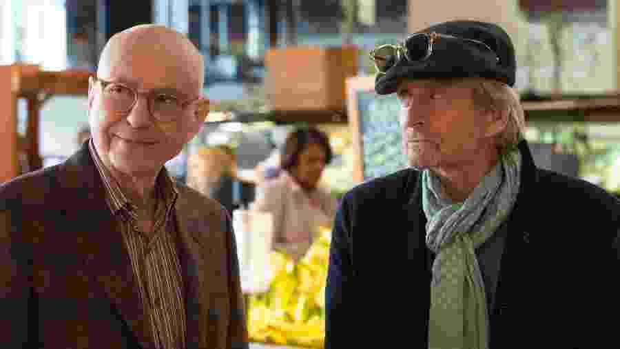 """Alan Arkin e Michael Douglas em cena de """"O Método Kominsky"""" - Divulgação"""