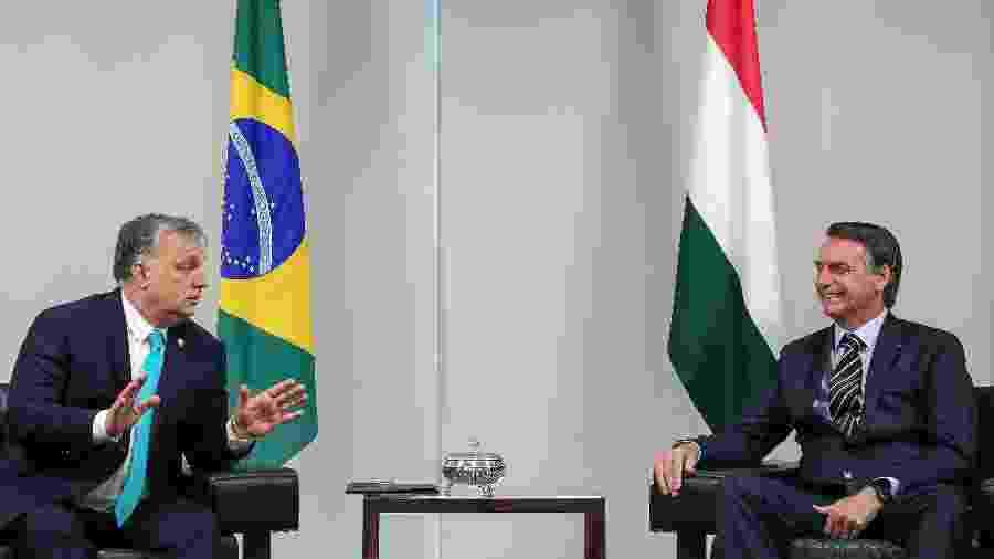 """Jair Bolsonaro com o premiê da Hungria, Viktor Orbán, que em 2014 afirmara estar construindo """"um Estado iliberal"""" em seu país - MARCOS CORREA/AFP"""