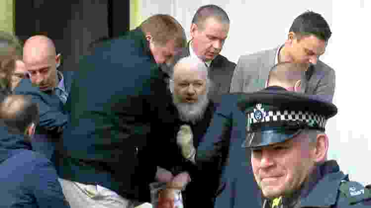 Fundador do WikiLeaks, Julian Assange, é preso na embaixada do Equador em Londres - Reprodução/Ruptly