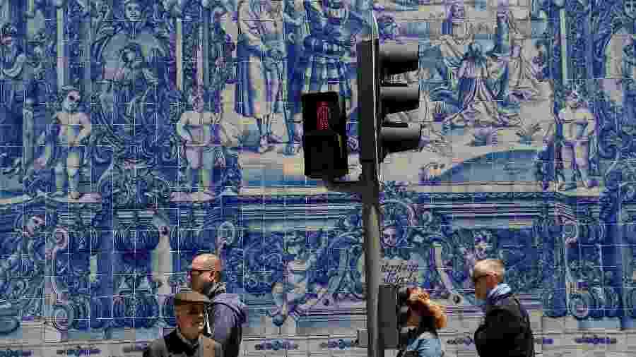Rua da cidade do Porto, o segundo maior destino de brasileiros em Portugal  - Susana Vera/Reuters