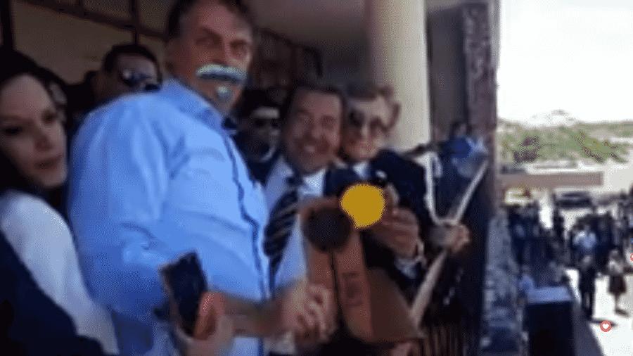 Bolsonaro com bigode em live no Facebook - Reprodução/Facebook