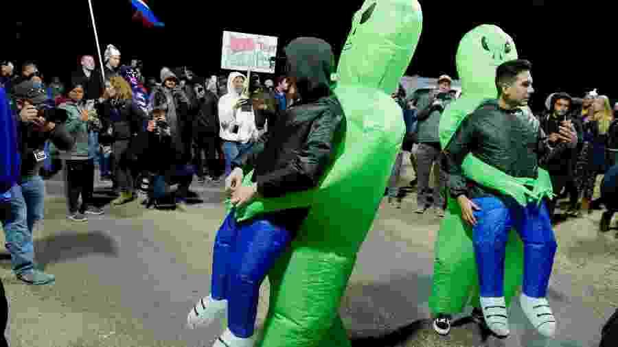 """Dezenas atendem chamado e vão à Área 51 para """"libertar"""" aliens nos EUA - Bridget BENNETT/AFP"""