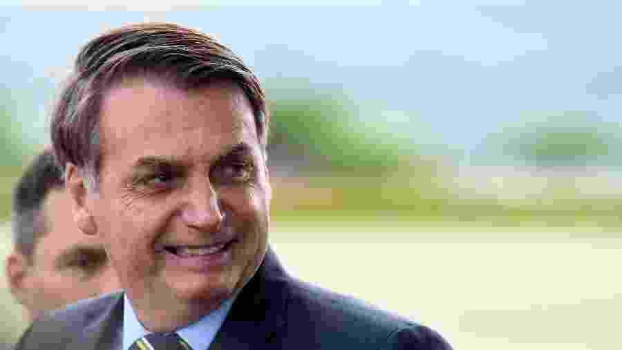 """Durante entrevista em frente ao Palácio da Alvorada, Bolsonaro disse que a repórter """"queria dar o furo a qualquer preço"""" contra ele - Cláudio Reis/Framephoto/Estadão Conteúdo"""